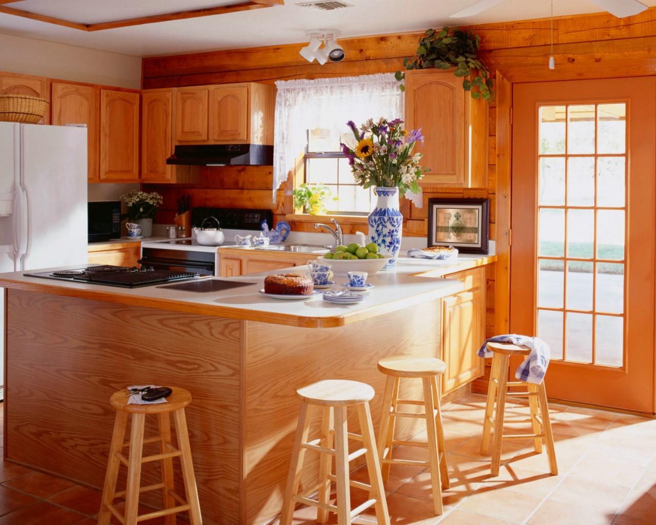 Деревянный дом интерьер кухни фото